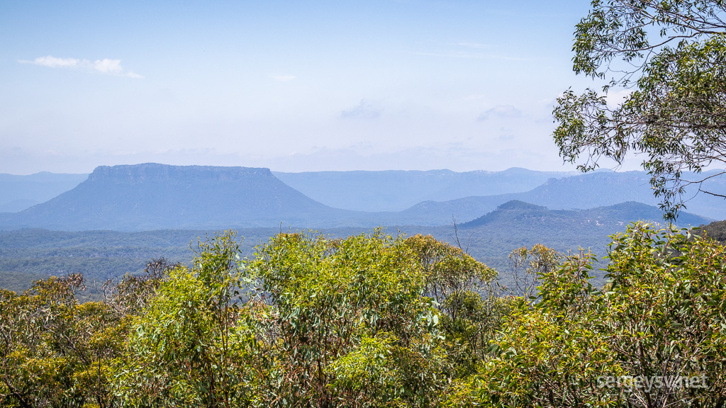 Approaching the Blue Mountains.